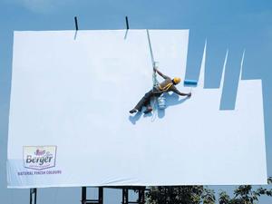 Креативная реклама на билборде пример фото.
